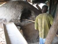In vielen Ländern wird noch im traditionellen Brotbackofen das Brot gebacken, wie hier auf dem Foto in Melut, Obere Nilregion im Südsudan