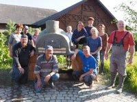 Teilnehmber beim Brotbackofen Bauworkshop in Nussdorf am Haunsberg